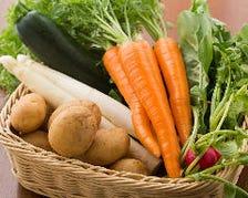 シェフの技をサポートする野菜の数々