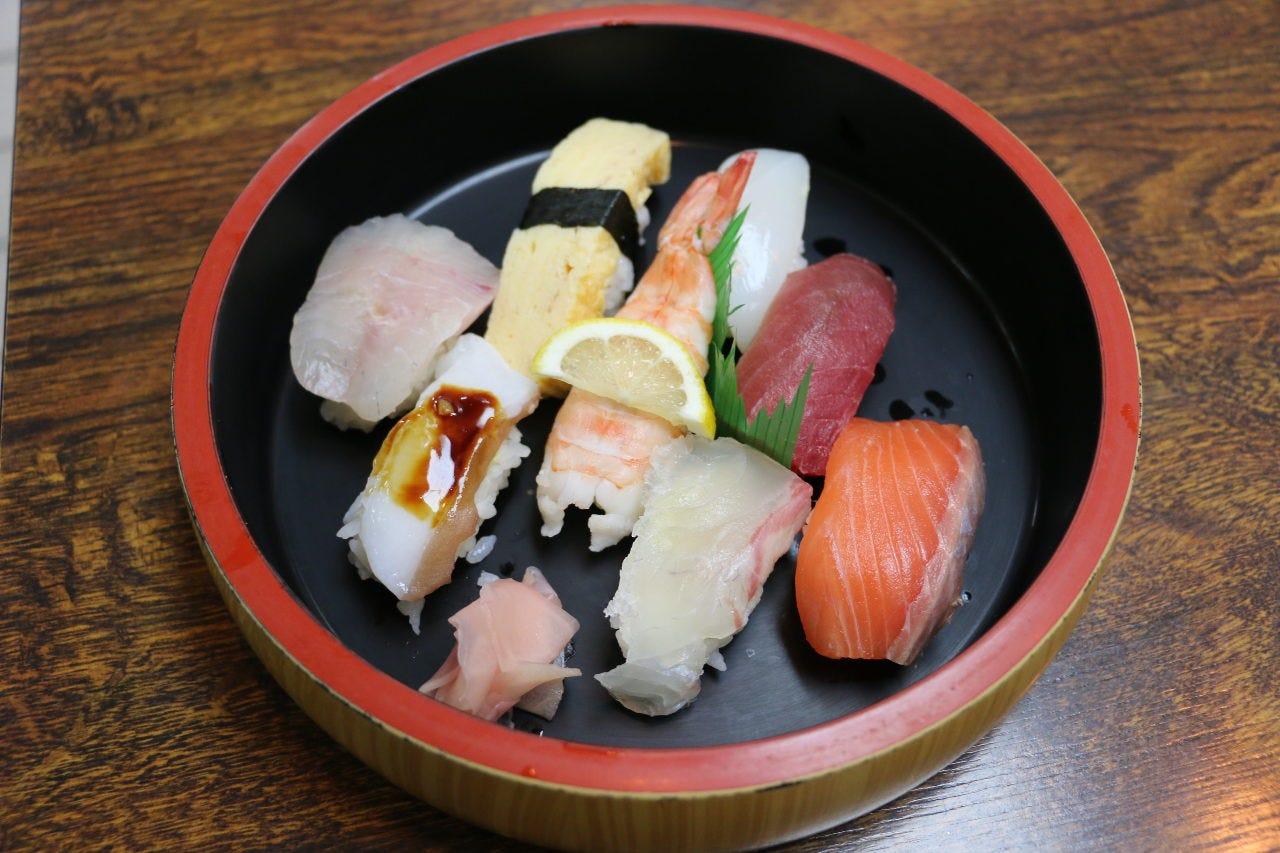 【お寿司】中トロ、うになどの極上寿司・焼き物・こだわり季節の逸品でお腹いっぱい 9品5000円コース