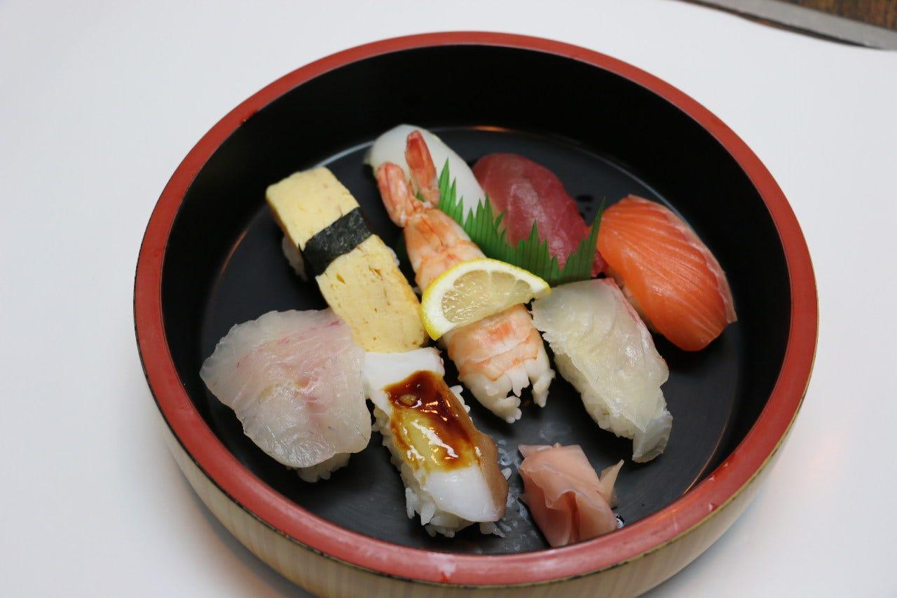 【お寿司】中トロ、うに等自慢のお寿司と、定番和食堪能!8品4000円コース