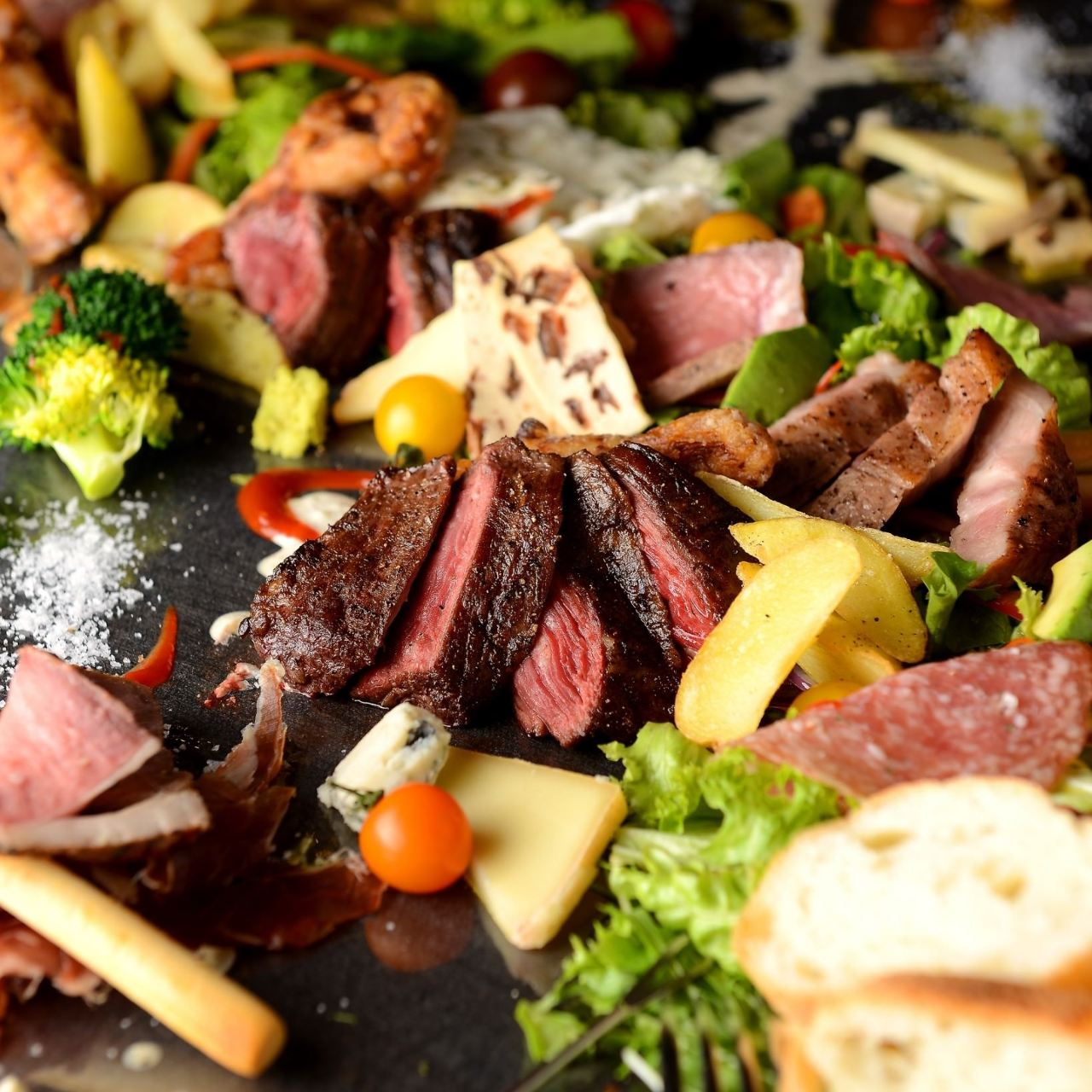 コースは前菜盛り・サラダ・ステーキ・〆まで満足の内容◎