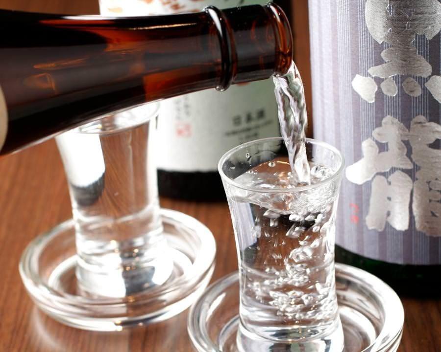 グラスで450円~ 牡蠣と日本酒で楽しい時間をお過ごし下さい。