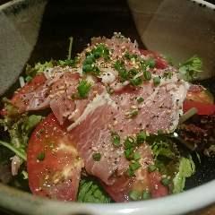 霧島高原味彩豚の生ハムとトマトのサラダ