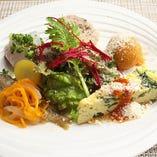 ランチに人気な前菜5種盛り合わせです。
