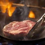 お肉料理もお任せあれ!短角牛のシンシンを低温でロースト!