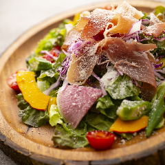 生ハムといろいろ野菜のサラダ