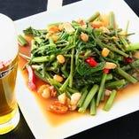 季節限定の新鮮空芯菜を使用しています。【栃木県】
