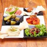 地中海風サラダとディップの小皿
