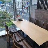 【テーブル席|2名様×2卓、4名様×4卓、6名様×4卓】※人数によってセッティング可