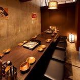 プライベート感のある半個室で、九州料理をつつきながらごゆっくりとお過ごしいただけます。品が良く、接待や会食にもおすすめです。