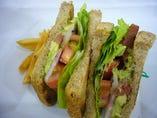 Sandwich-Lunch (サンドウィッチとフレンチフライのセット)