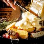 フレンチトーストと厚切りベーコンカットのラクレットチーズ