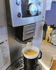 こだわりの挽きたてコーヒー