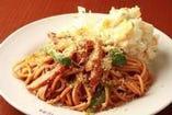 自家製マヨネーズで作るポテトサラダのっけ洋食屋ナポリタン