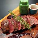 丹波 鹿もも肉のグリル 4種ベリーのソース