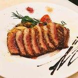 ハンガリー産 マグレ鴨胸肉のグリル バルサミコソース