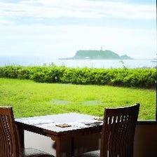 全テーブル席より江の島がご覧頂ける
