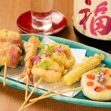 【名物2】旬の食材を職人の腕で揚げた串天。日本酒ともぴったり