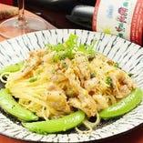 鶏せせりと有機野菜のオイルパスタ