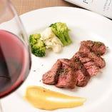 赤身好きにはたまらない王道の赤身肉『牛ハラミのレアステーキ』