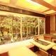 琉球畳の掘り炬燵で竹林を眺めながらゆったりとお過ごしください