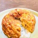 卵からこだわっているダッチオーブンで作る玉子焼き