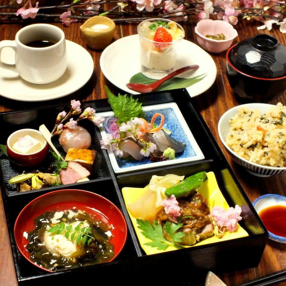 満足のボリューム♪松花堂弁当2,500円 デザート、珈琲付き