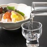 季節を彩るお料理と厳選した日本酒を合わせてお楽しみください