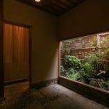 床の間に格子窓、坪庭と伝統の京町家で彩り豊かなお食事を