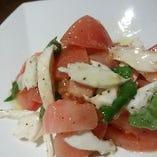 モッツアレラチーズとトマトのサラダ仕立て