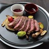 【B】やわらかジューシー!牛フィレ肉のステーキ 花の香りのハーブソルト添え