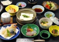 京都観光の行き帰りに湯豆腐料理