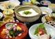 京の名物「湯豆腐定食」。 毎朝作られる京豆腐は格別