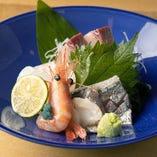 氷見港にて朝獲れた鮮魚をどうぞご賞味ください。