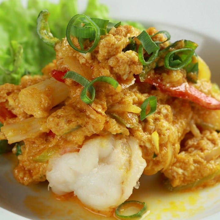 大人気のイエローカレー炒め 蟹、海老、白身魚をお選びください
