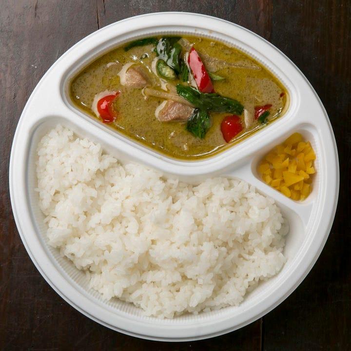 グリーンカレーやガパオ炒めはシェフ特製のお弁当です