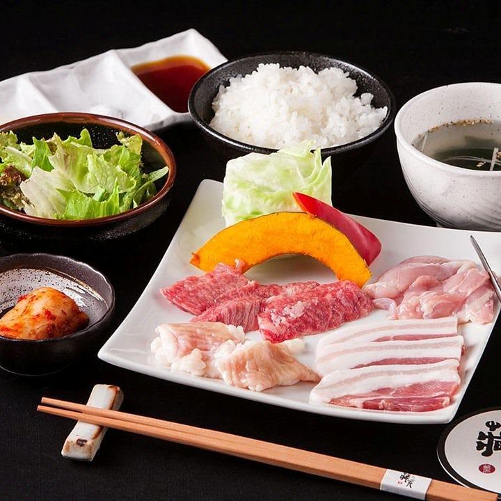 新潟県魚沼産コシヒカリで炊いたご飯はお替り自由です!