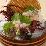 【新鮮】 店内の生簀で悠々と泳ぐ新鮮魚介をご提供
