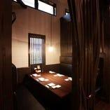 カーテン仕切りあり。プライベートスペースの半個室席♪