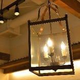 【柔らかい照明】 心和む温もりのある店内で素敵なひと時を