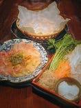 ①お肉2種盛(1名様)~お通し、大山鶏、豚ロース、野菜盛。