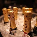 世界各国のワインを約300種類ご用意しております。シャンパン・ワインも多数グラスでご用意しております。