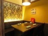 落ち着いた雰囲気のテーブル個室もご用意しております。
