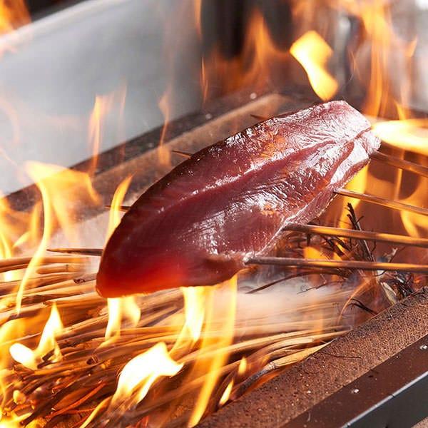 藁焼き・藁燻製豪快に焼き・燻します