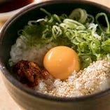 〆には特製卵かけご飯をどうぞ!ごま油の風味がきいた人気の一品