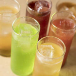 健康志向の女性に大好評!甘酸っぱい果実酢と爽やかな炭酸を組み合わせた果実酢ドリンクもおすすめです◎りんご・パイン系が人気!