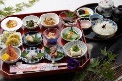 人気!予約がおすすめ!お昼の小鉢膳 ~百花繚乱~ 12品の小鉢料理が付いたコ-ス