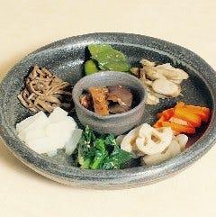 《オモニが作る韓国惣菜》彩り野菜のナムル盛り合わせ