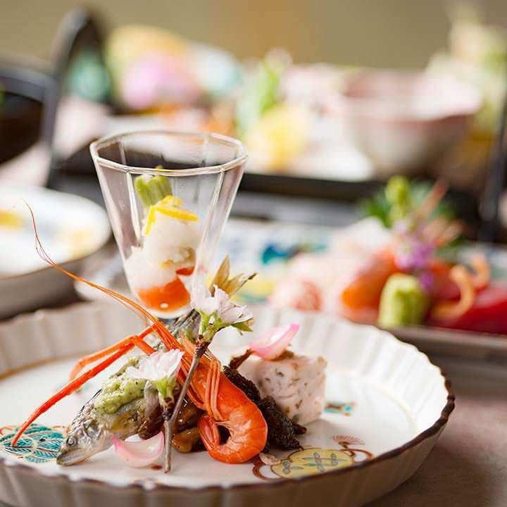 夜の加賀会席料理【殿様】〈全11品〉5,500円(税込)|旬を盛り込んだ和の一皿をご堪能ください