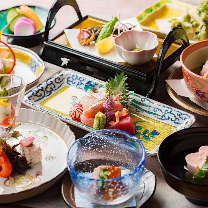 夜の加賀会席料理【石川門】〈全12品〉8,800円(税込)|旬を盛り込んだ和の一皿をご堪能ください