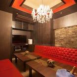 赤いソファーが特徴の、VIPルーム!雰囲気抜群!